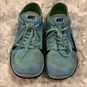 Nike tennis shoe free 4.0 fly knit